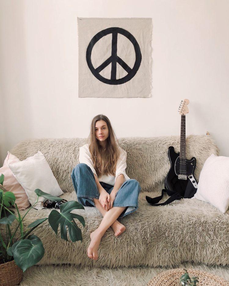 woman-sitting-in-grey-fur-sofa-962784